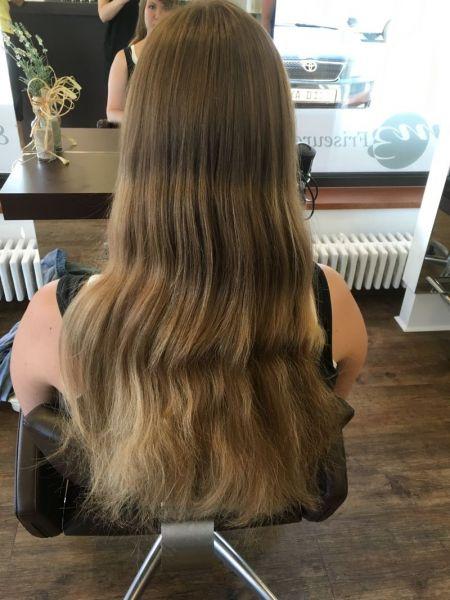 Braune haare von der sonne gekusst